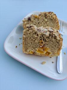 עוגת נקטרינות ללא גלוטן. צילום: אסי רוזיצנר