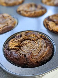 מאפינס שוקולד וחמאת בוטנים ללא קמח צילום: אסי רוז